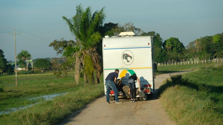 Die jungen Brasilianer haben ihr Motorrad verloren