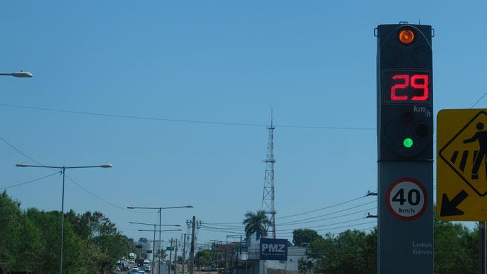 Mit dieser Methode braucht es weniger Schwellen auf der Strasse. In Brasilien in den Städten Standard.