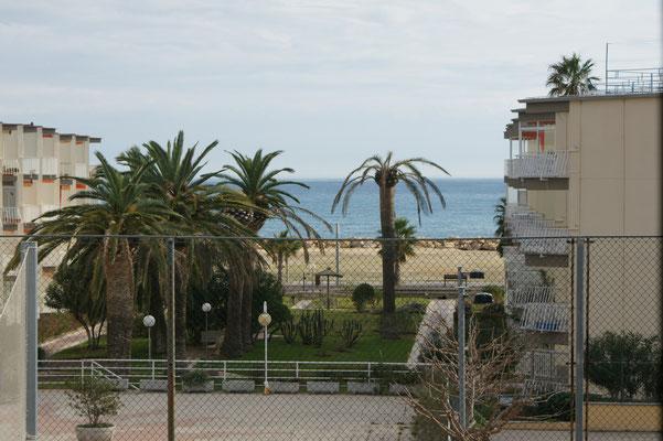 Zwischen den Hotels Sicht auf das Meer