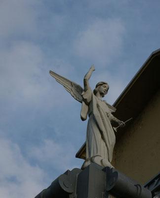 Engel auf einer Kirche in Salamanca