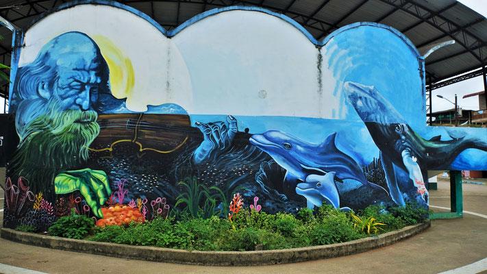 Auf dem zentralen Dorfplatz eine Wandmalerei