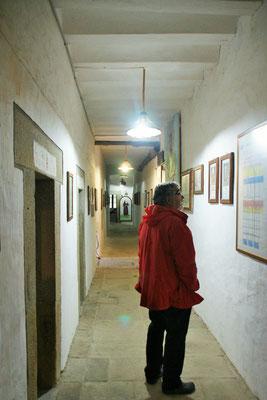 Die Gänge mit den ehemaligen Mönchszellen
