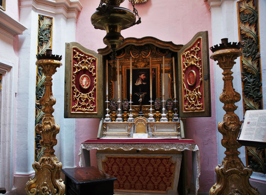 Der Altar im Inquisitor's Palace  von Vittoriosa im oberen Bereich