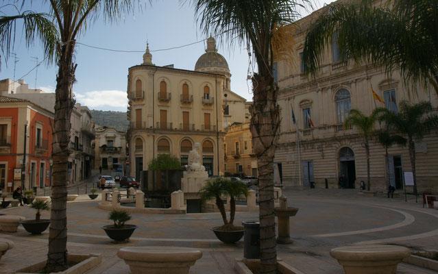 Der Hauptplatz im Zentrum von Comiso