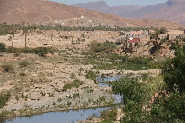 Blick vom Campingplatz auf den Oued in Tata
