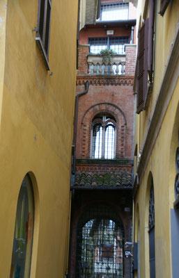 In der Altstadt von Arona interessante Bauten.....