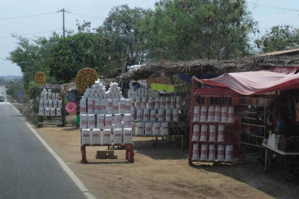 Hier wird Salz abgebaut und einiges davon direkt an der Strasse verkauft