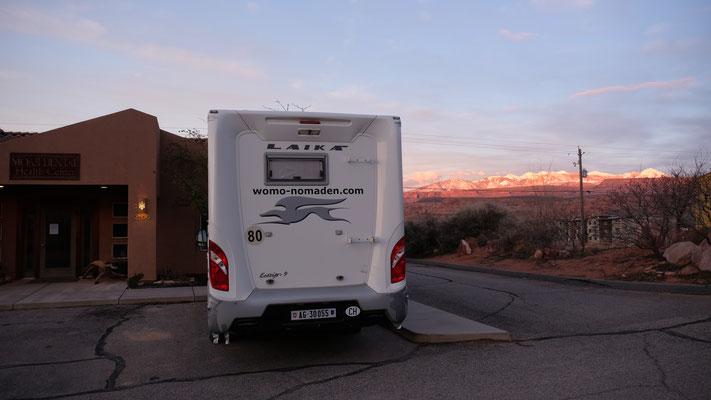 Wir waeten und geniessen dabei den schönen Sonnenuntergang