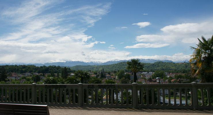 Blick auf die Pyrenäen von der Promenade aus