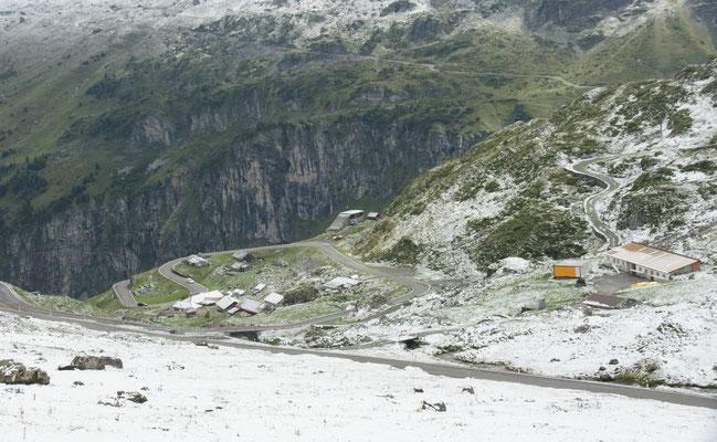 Die Strasse wurde bereits vom Schnee befreit