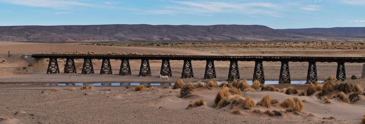 Die Bahngleise begleiten uns bis Uyuni