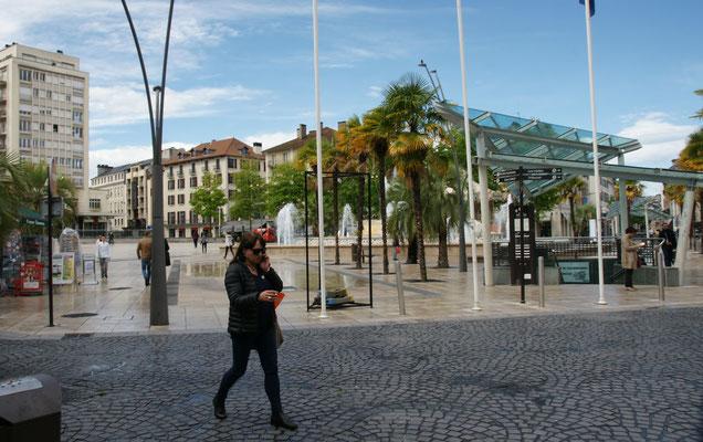 Die Sonne ist wieder da in der Altstadt von Pau