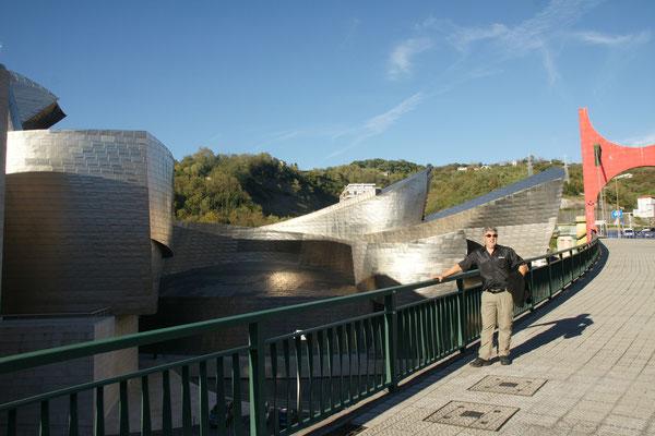 Das Guggenheimmuseum von der Brücke aus