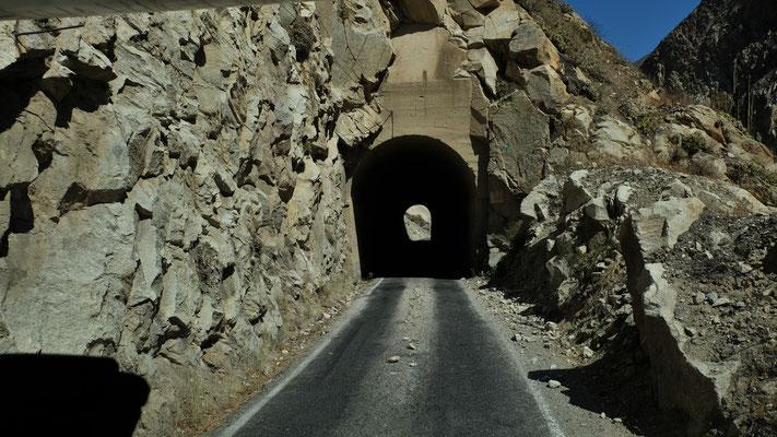 die schaftkantigen Felsen rücken zum Teil beängstigend nahe