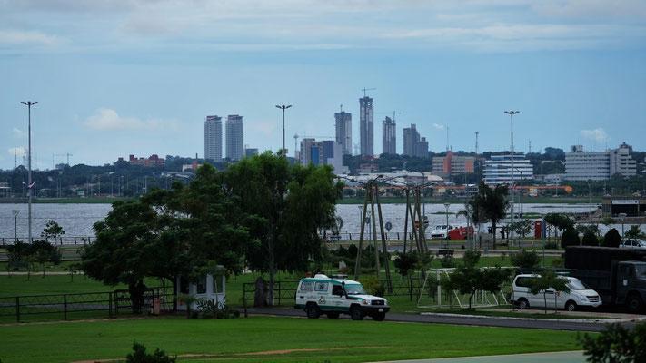 ...viel Bewachung an der Bahia de Asuncion