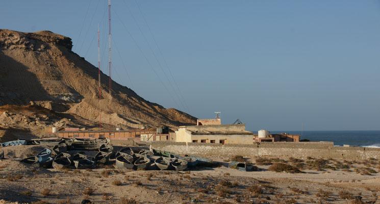 Die Fischerboote im Oued Kraa bleiben an Land...