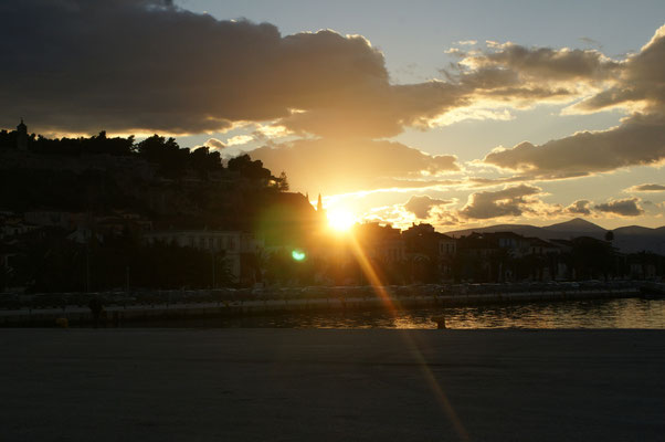 Die Sonne geht unter in Nafplio