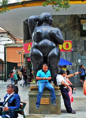 .... mit den freizügigen Bronzeskulpturen von Fernando Botero