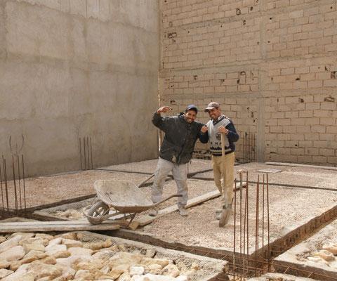 Der Boden des neuen zweistöckigen Gebäudes ist bald fertig.