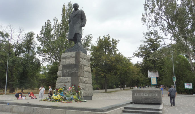 Eingang zum Park beim Fussballstadion in Odessa