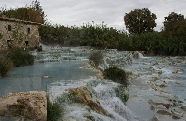 Herrlich warm das Wasser in Saturnia und sicher gesund.
