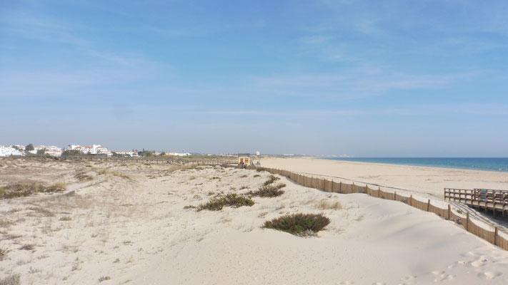 Ich am Strand. Sehe ich dahinten vielleicht bereits Spanien