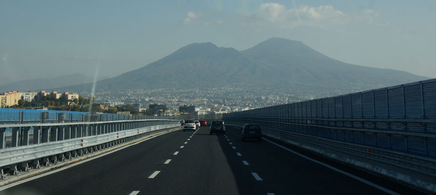 Auf der Autobahn mit Blick auf den Vesuv