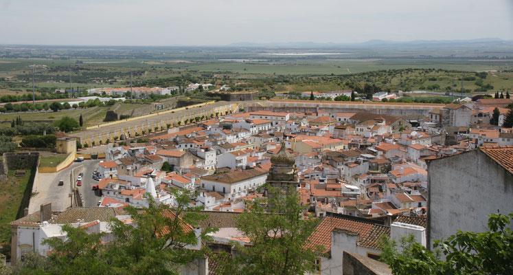 Blick über die Stadt und bis nach Spanien. Vermutlich die richtige Richtung.