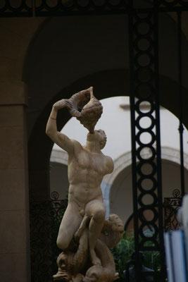 Blick durch das Tor des Nationalmuseums