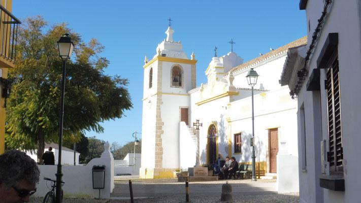 Die Kirche ganz oben in Alvor