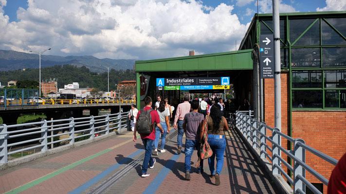 Eine der Metrostationen in Medellin