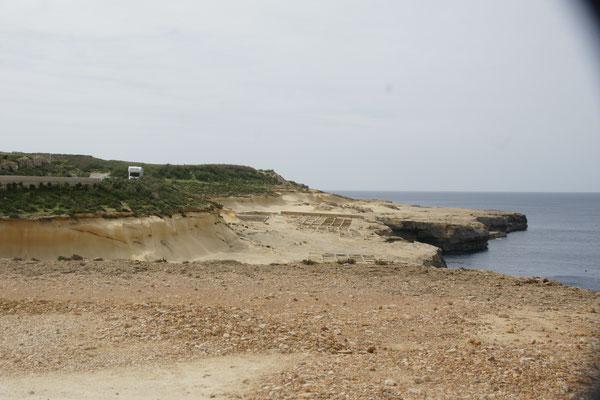 Zerklüfftete Küste, da fällt immer mal wieder was runter von den Felsen