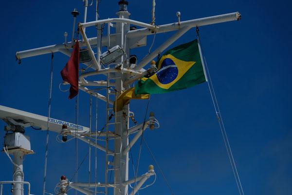 Die Brasilianische Fahne wird gehisst