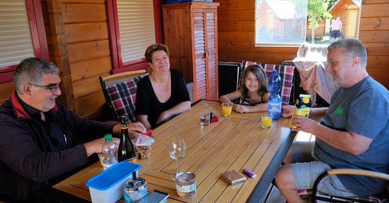 Eva, Zoe und Urs zu Besuch auf dem Camping in Orsingen