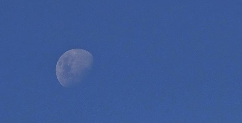 .... der kalte Mond aufgeht. Dann geht's rein an die Wärme