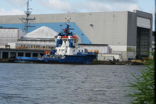 Das Schleppboot vor der Werft.