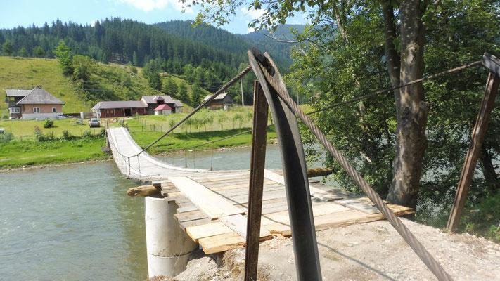 aber es gibt auch ganz andere Brücken über den Fluss