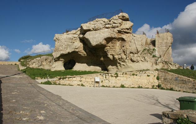 Zuvorderst auf der Felsenzunge, auch eine Aussichtsplattform