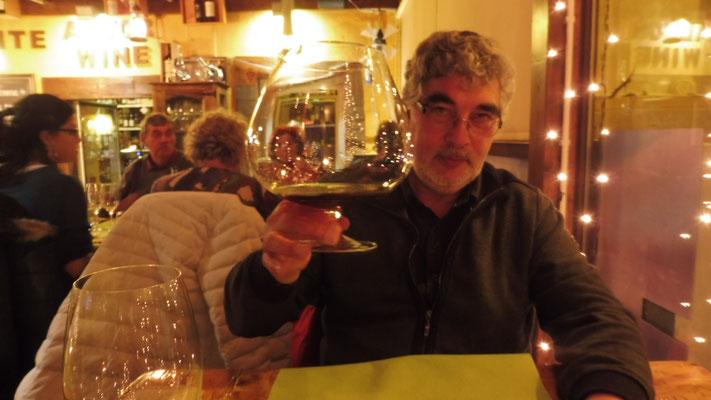 je später der Abend.......Der offerierte Portwein im Riesenglas