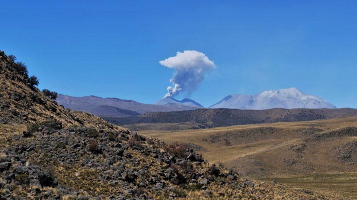 Bald haben wir ihn umrundet den Vulkan