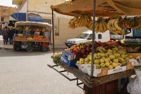 Auch das Obst wartet auf Abnehmer.