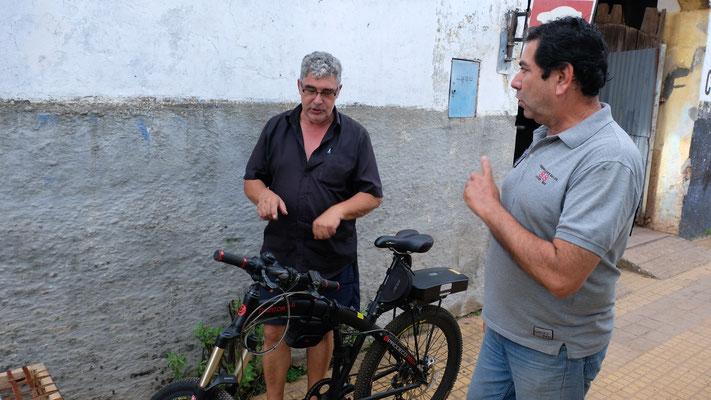 Miguel besitzt ein Original E-Bike der  Miami Police.