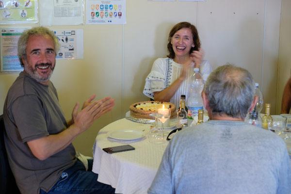 Nathalia feiert Geburtstag. Es gibt Torte für alle