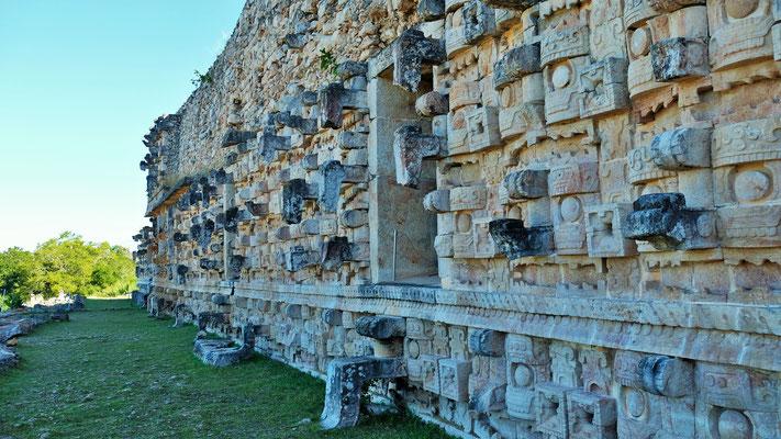 Wunderschöne und sicher bedeutungsvolle Muster in den Mauern