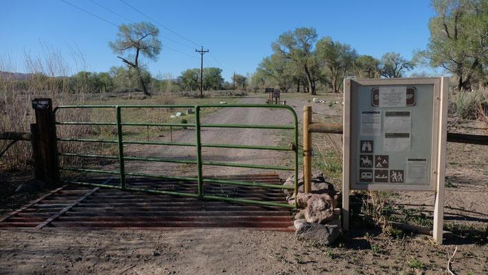 Der angrenzende Park ist wegen Corona gesperrt