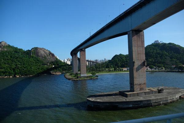 Die Ausfahrt aus dem Hafen von Vitoria....