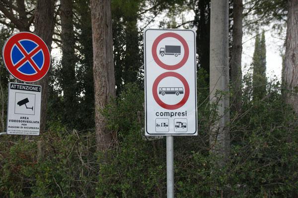 Jetzt ist das Parken nahe der Becken verboten.