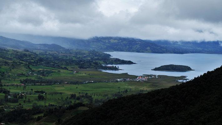 Blick runter auf die Lagune de la Cocha