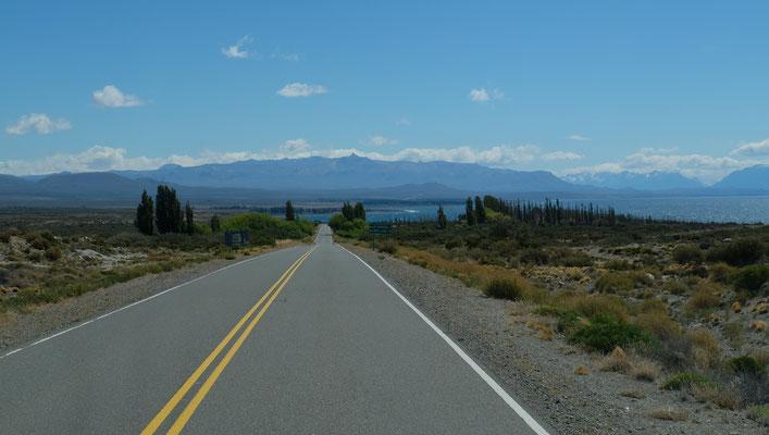 Dem auf der argentinischen Seite sich nennenden Lago Argentino und auf der chilenischen Seite der Lago General Carrera.