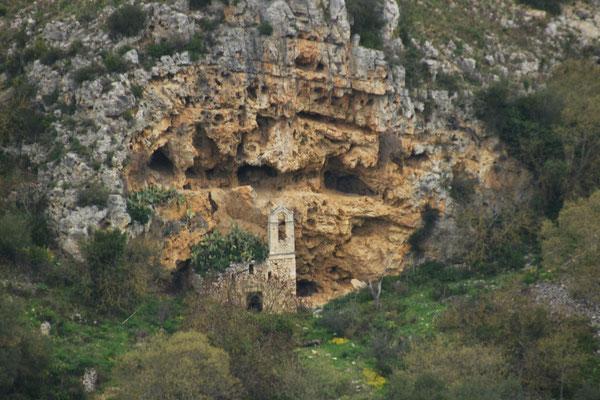 Ein Kirchlein im Fels